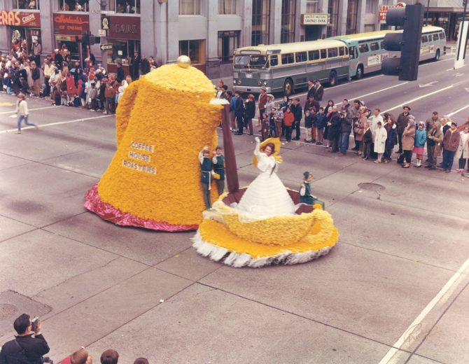 Image of a Daffodil Festival float