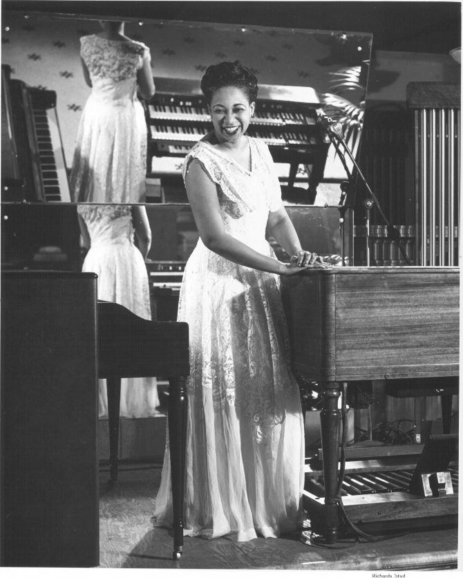 Image of female pianist